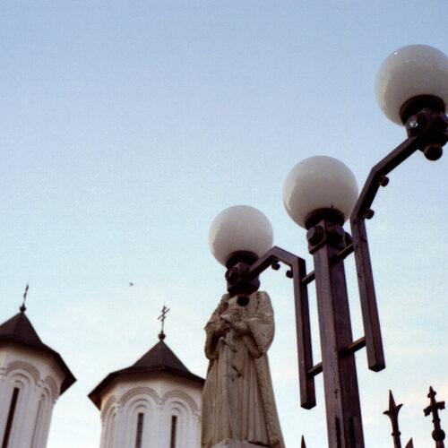 dfgrama Bresson Statue Tribute