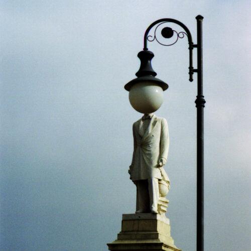 dfgrama Bresson Tribute Statue